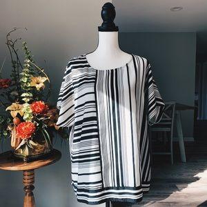 Chico's size 3 black and white shirt sleeve EUC